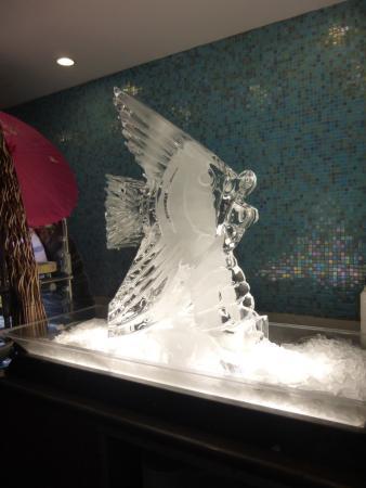 Couples Tower Isle: Ice sculpture on gala night