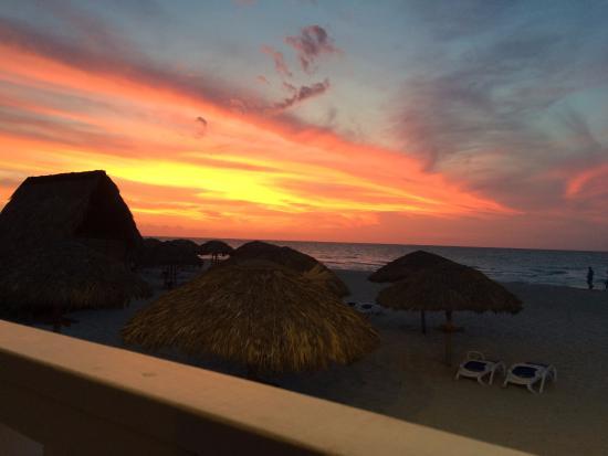 Royalton Hicacos Varadero Resort & Spa: Sunset from the Beach a la carte