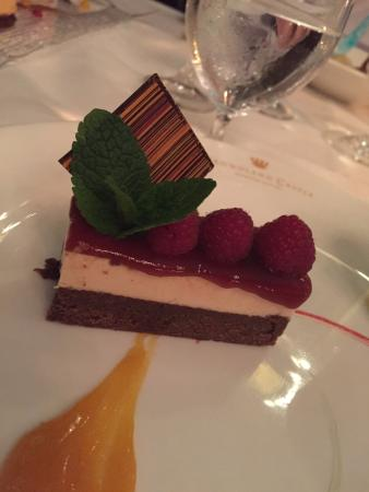 Dromoland Castle Hotel: Strawberry cheesecake with a chocolate brownie base