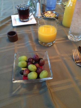 Cedar Rock Inn: Fruit for breakfast, first course