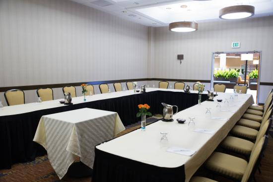 flexible meeting room picture of embassy suites by hilton seattle rh tripadvisor co za