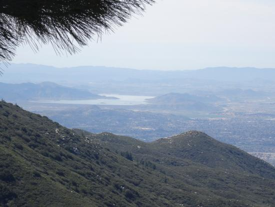 Idyllwild, CA: Walk around the rock wall and get this view instead!