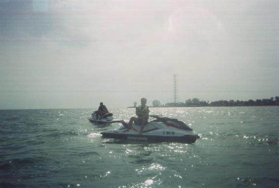 Key West Jet Ski Tours & Rentals: Paradas para fotos, no entre key west e cuba.
