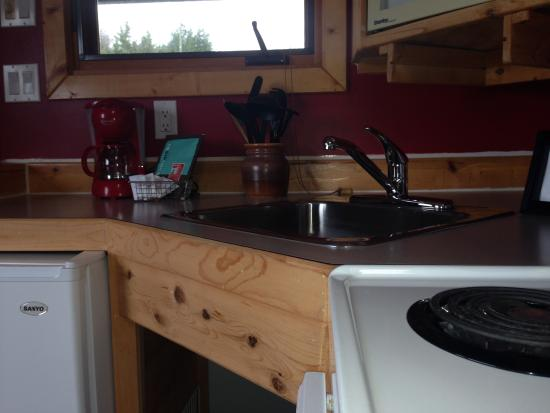 Bear Cove Cottages Resort: Cozy kitchens