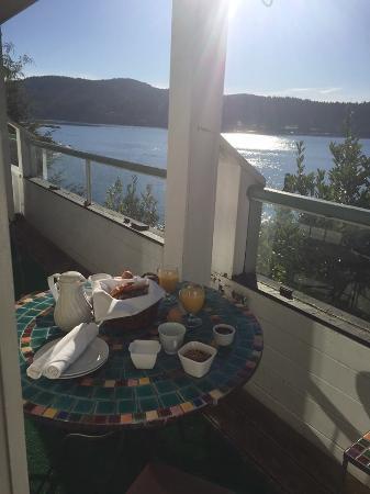 Sooke Harbour House: Breakfast on the patio