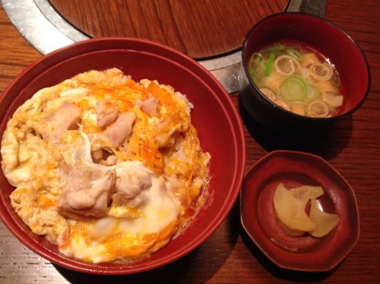 Toriyoshi (Kichijoji 4): Oyakodon with soup and oshinko