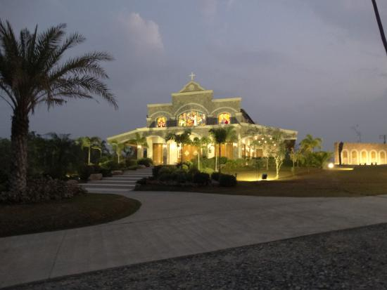 Subic, Philippinen: Chapel at Night