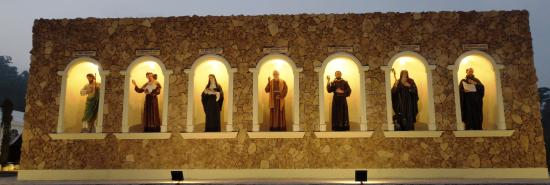 Subic, Philippinen: Wall of Saints  (Back of Pilgrims' Wall)