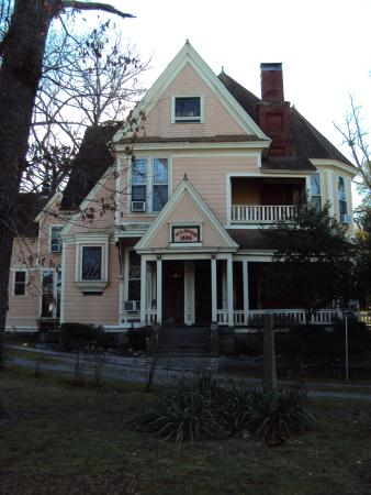 front view of 1884 tinkerbell s wildwood bed and breakfast picture rh tripadvisor ie