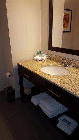 room 307 - Picture of Holiday Inn Express at KU Medical