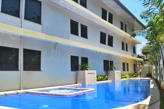 Subic Bay Venezia Hotel: Swimming Pool with Jacuzzi