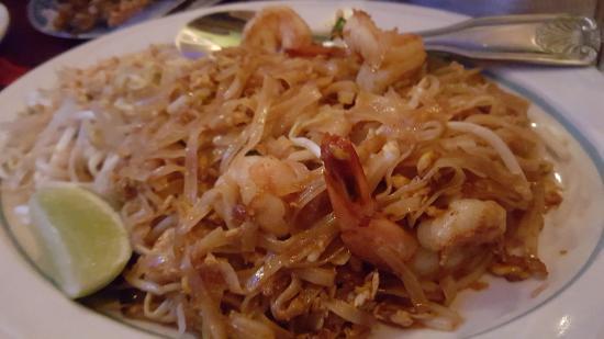 Elmhurst, نيويورك: Shrimp Pad Thai -$12 The best pad thai you can get in the area!