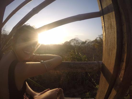 Santa Cruz, Nicaragua: Uno de los cuantos miradores del Zopilote con vista al volcán Cocepción
