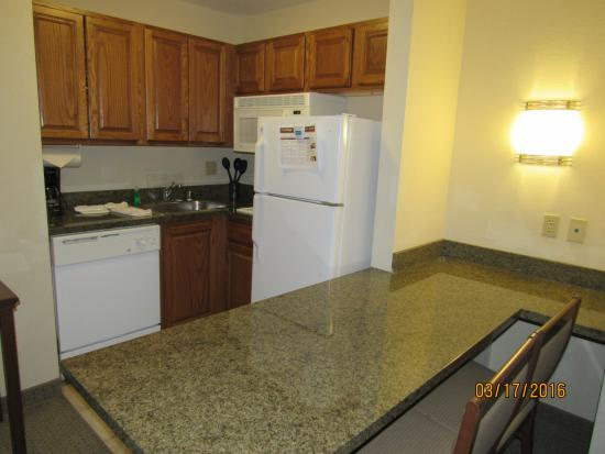 Staybridge Suites Albuquerque North: kitchen
