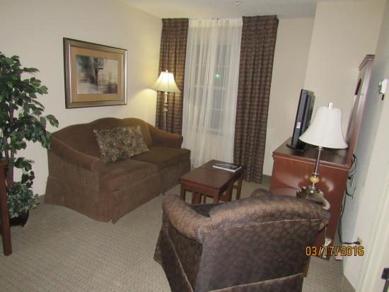 Staybridge Suites Albuquerque North: living room