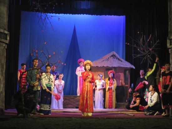 Golden Bell Show: bamboo dance finale