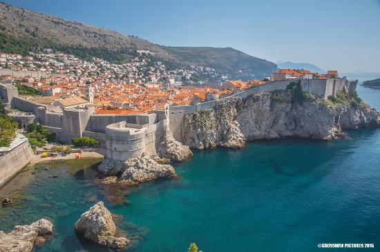 Magnificent view of the old city of Dubrovnik ( Kings ...