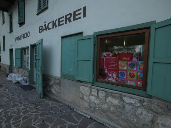 Die Bäckerei Costner an der Hauptstraße von Pedraces/Abtei.