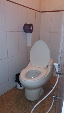 Di Kubu Home: Bath room