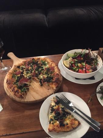 The Groper Garage: Great pizza, we loved it! Garden salad was nice too - it was very fresh. We loved portion sizes.
