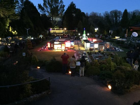 ‪‪Combeinteignhead‬, UK: Babbacombe model village at night‬