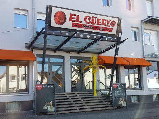 Munster bei Dieburg, Германия: Eingangsbereich - die Palme leuchtet Nachts wie in Vegas