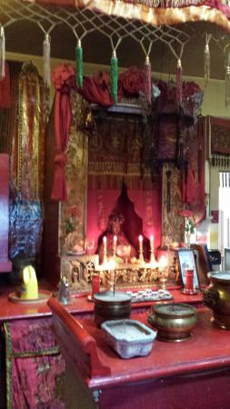 Walking Tours by Discover the Past: Bonus stop: John took us to the Temple