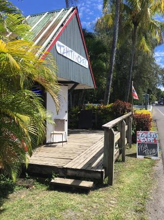 Tahiti Cafe: Photo on main road facing towards Avarua (Trader Jacks to the right)