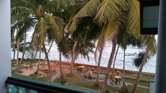 Miltons Beach Resort: 20160330_182238_large.jpg