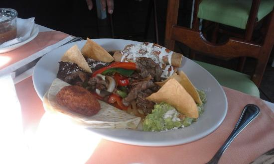 Restaurant Latitude 20: It was a delicious mexican mix, with hot salsas...