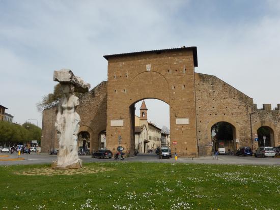 Porta Romana El Detalle De La Puerta De Madera En