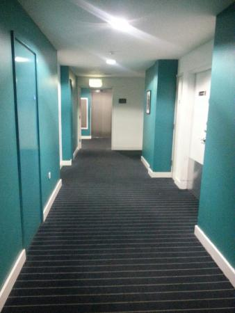 Days Inn City Centre Liverpool: 20160329_225517_large.jpg