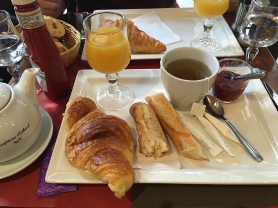 Lovely breakfast and very reasonably priced in comparison to hotel