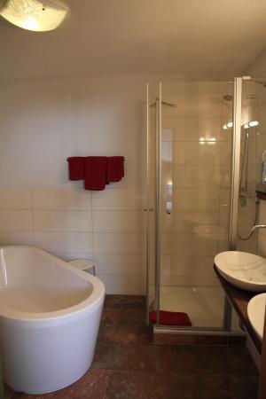Chalets & Apartments beim Waicher: Badezimmer Apt. Rotwild