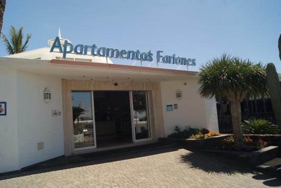 Apartamentos Fariones: Lovely reception area just inside