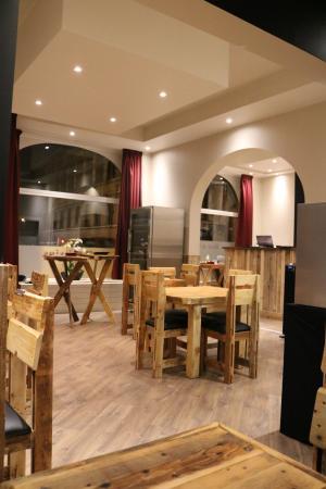 Entre Vins & Nous - Wine Bar