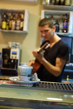 Costa Blanca, Spanje: Coffee, guitar and passion for music...