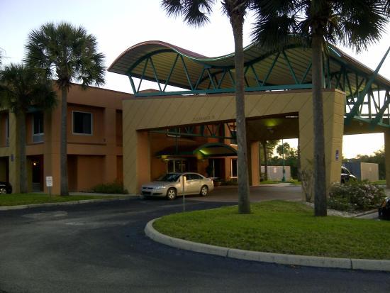 Hampton Inn Brooksville / Dade City: Front of hotel