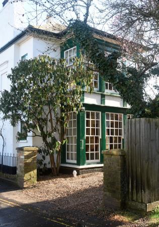 Cheriton House: front entrance