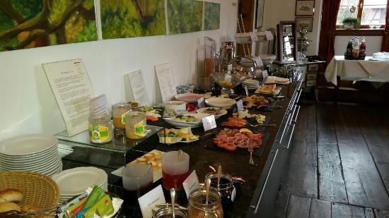 Auerstedt, Germany: Frühstücksbuffet - regional, kreativ, sehr vielfältig und frisch