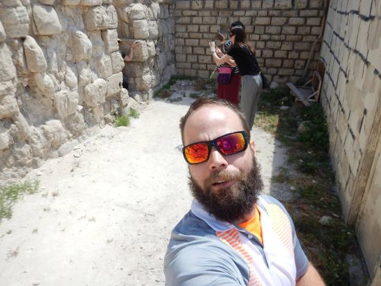 Emo Tours - Day Tours : Taking pics behind the amphitheater