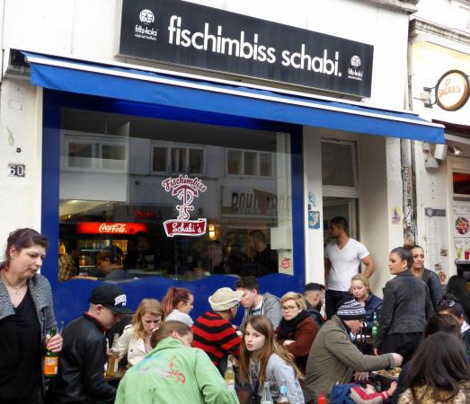 Schabi's Fischimbiss: Außenbereich