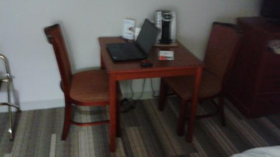 Hillsville, VA: Very small table and uncomfortable chairs in our room.