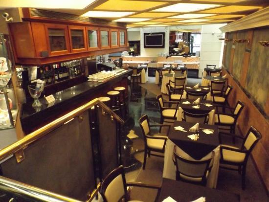 Aspen Towers Hotel: Breakfast area