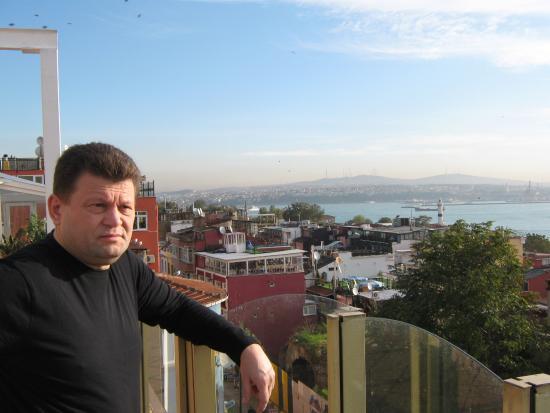 Askin Hotel: Вид с террасы, вход в Босфор