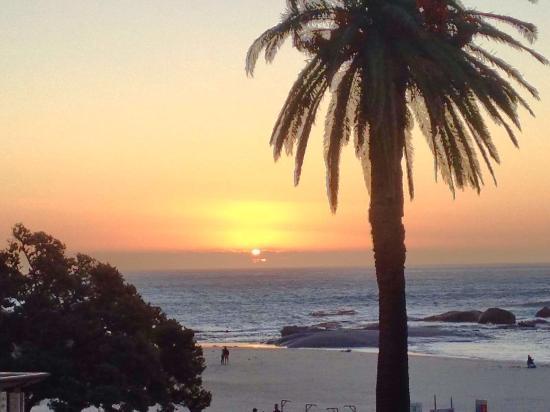 Camps Bay, Sør-Afrika: Wunderschöner Sonnenuntergang