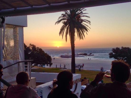 Camps Bay, Sør-Afrika: Sonnenuntergang im März 2016
