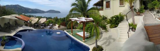 Hotel Cinco Sentidos: Awesome views of Zihuatanejo Bay from Cinco Sentidos. Junior suite on the left.
