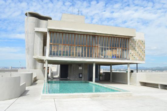 piscine sur le toit terrasse picture of cite radieuse le corbusier marseille tripadvisor. Black Bedroom Furniture Sets. Home Design Ideas