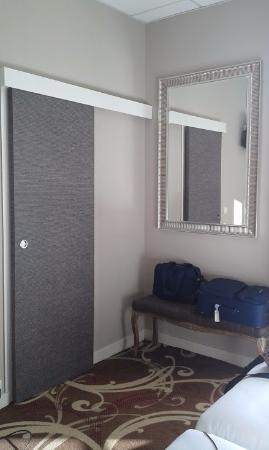 Grand Hotel Richelieu : nouvelles portes coulissantes pour la salle de bain, très jolie